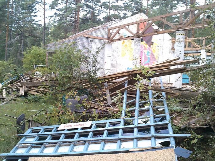 Производство работ по демонтажу комплекса бывшего детского оздоровительного лагеря