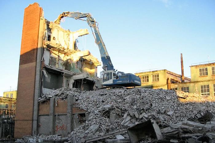 Снос производственных зданий в Таллине, на ул. Теллискиви, 60