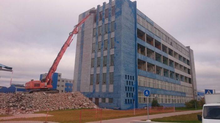 Демонтаж комплекса из 15 аварийных зданий и сооружений