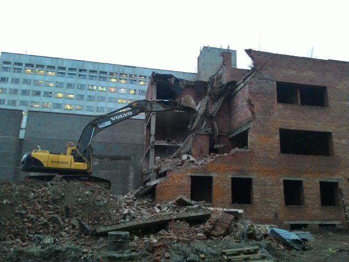 Производство работ по демонтажу недостроенного здания