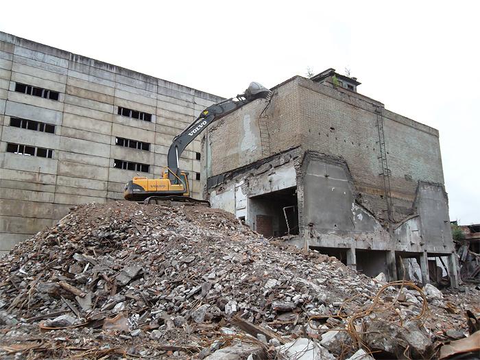Демонтаж здания на Белоостровской, 8