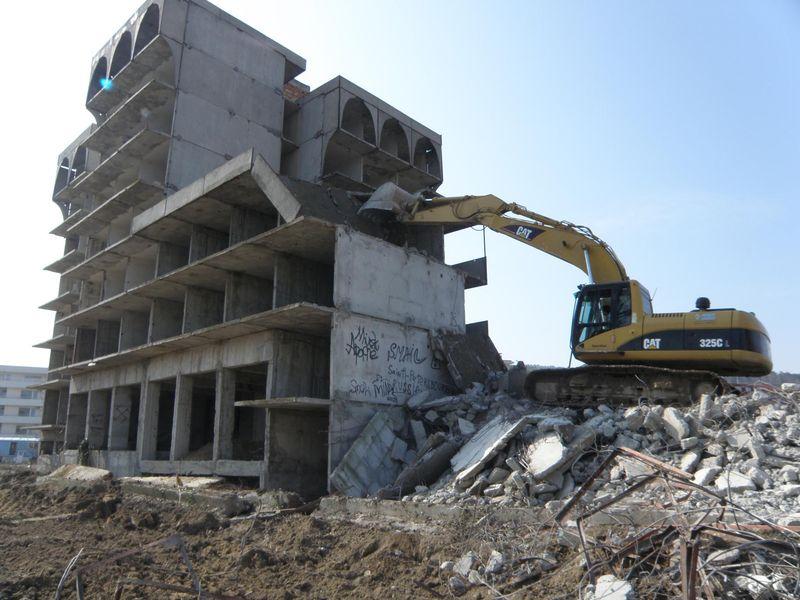 Демонтаж бетонного здания